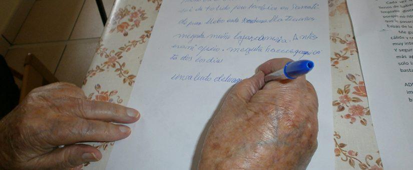 Más de 1.500 voluntarios escriben cartas contra la soledad